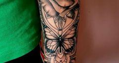 roos met vlinder